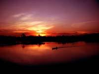 amanecer rojo en el amazonas