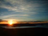 puesta de sol en la isla de amantani -titicaca-